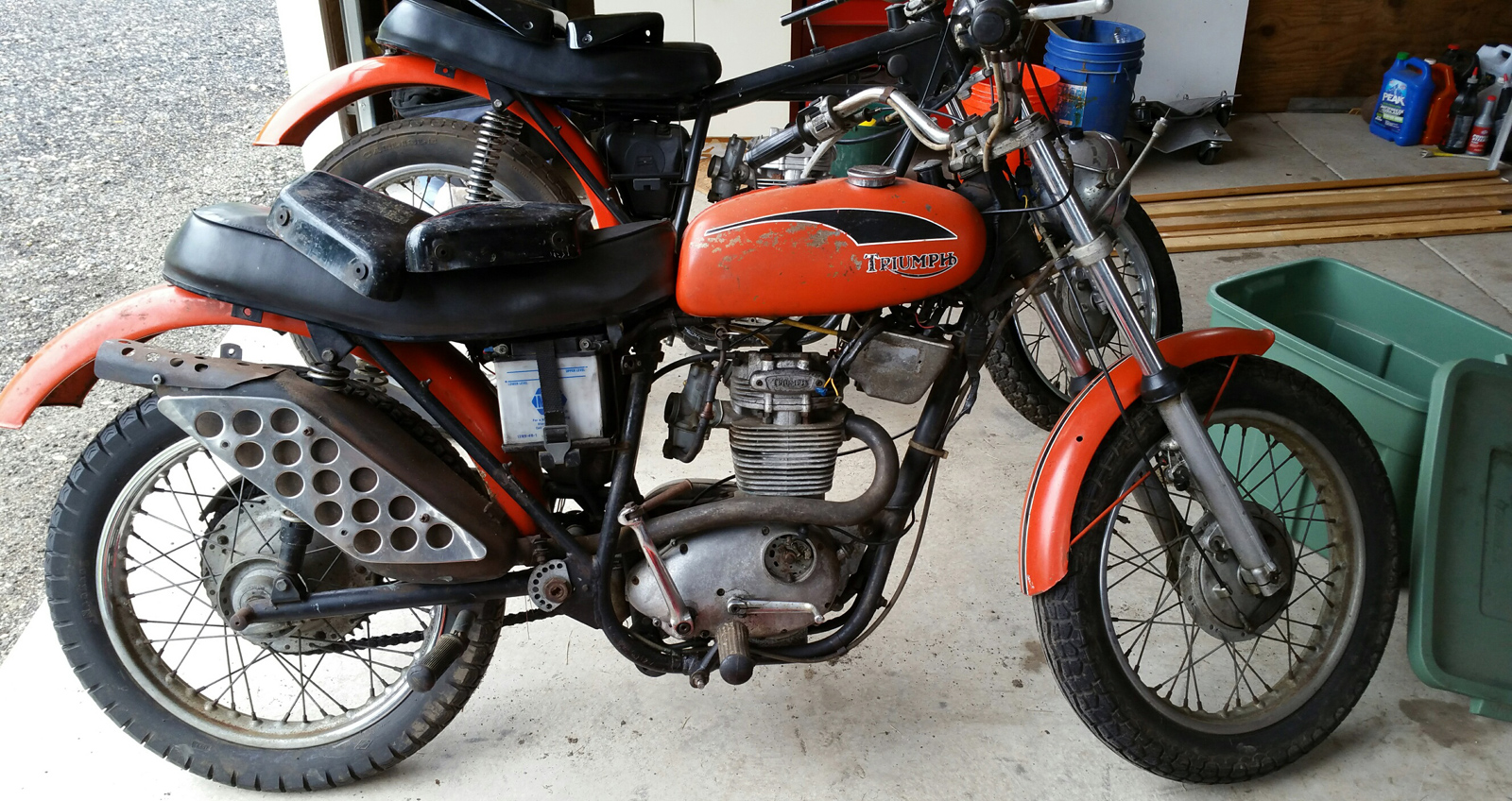 Buying & selling classic British motorcycles, restoring vintage motorcycles, MA, RI, CT, NH, VT, ME, NY
